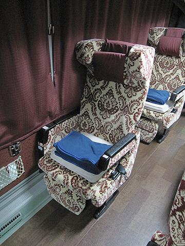 弘南バス「津輕号」 700 あずまシート