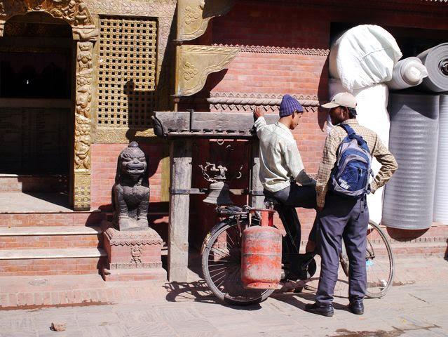 達人帶路-環遊世界-尼泊爾-送瓦斯