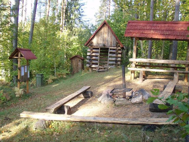 Penijärve matkaraja algus koos lõkkekohaga