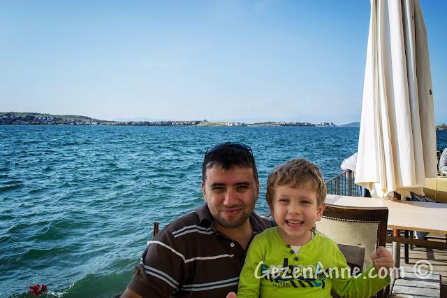Ayvalık'taki Deniz Kestanesi restoranında yemek sonrası