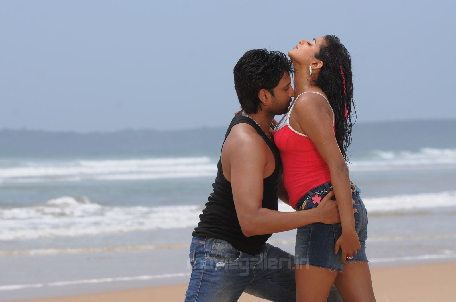 priyamani sumanth hot in beach raaj movie wallpapers