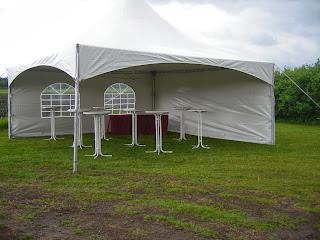 Tegenover de molen kunt u een of meer tenten plaatsen.