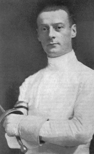 Люсьен Годин, известный французский фехтовальщик и  Олимпийский чемпион по рапире и шпаге.