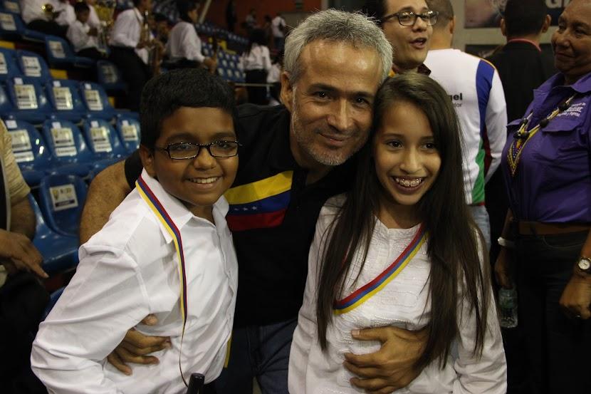 Edgar Pronio, coordinador regional de El Sistema en Bolívar, celebra el gran encuentro de la Sinfónica Regional Infantil del estado con sus pares de la Sinfónica Nacional Infantil de Venezuela. Orgullo y admiración expresan los alumnos por sus profesores, mientras los docentes manifiestan asombro por el talento de esta nueva generación de músicos.