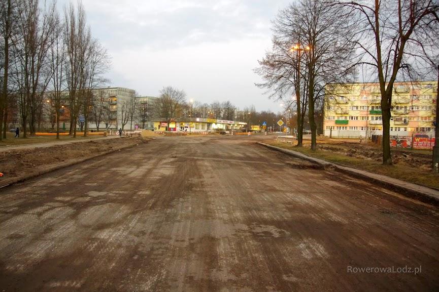 Widok na skrzyżowanie z ul. Kaczeńcową (w przyszłości będzie tu rondo)