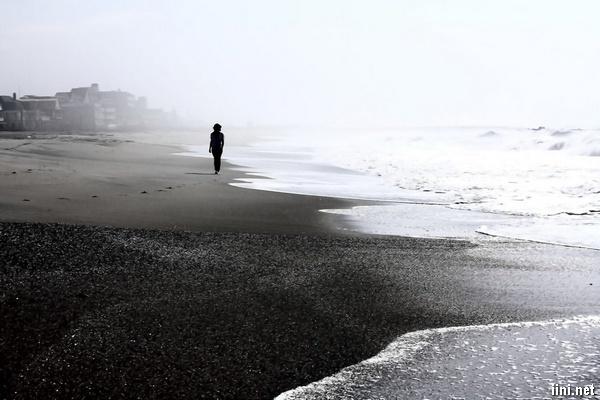 ảnh lang thang 1 mình trước biển