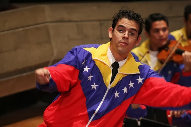 Andrés González es uno de los frutos del núcleo Guatire del estado Miranda y dirige la orquesta desde su fundación.