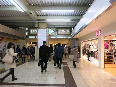 横浜駅西口の相鉄ジョイナスの入口