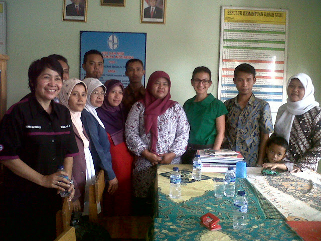 Bersama para guru Yayasan dan teman Komnas perlindungan anak