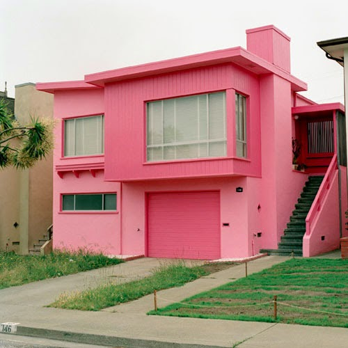 Fachada casa cor de rosa