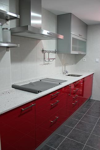 Dise o y decoraci n de cocinas tipos de distribuccion - Decoracion cocinas alargadas ...