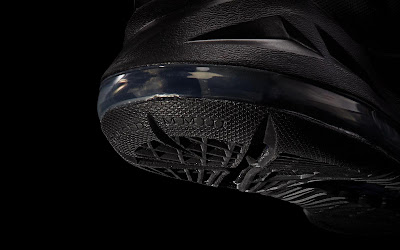 nike lebron 10 gr black anthracite 7 05 Release Reminder: Nike LeBron X Carbon / Black Diamond