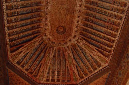 bewerkt cederhouten plafond.JPG