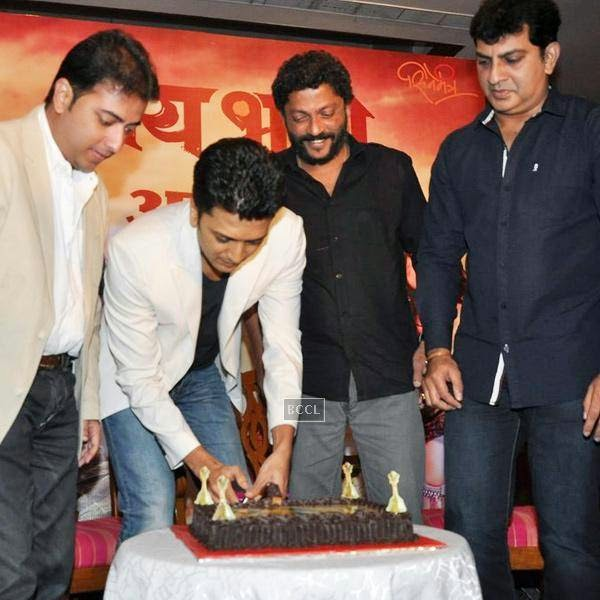 Riteish Deshmukh cuts the cake as other look on during the success meet of Marathi movie Lai Bhaari, held at Orchid, on July 14, 2014.(Pic: Viral Bhayani)