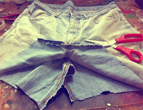 DIY - como transformar calça jeans em saia jeans