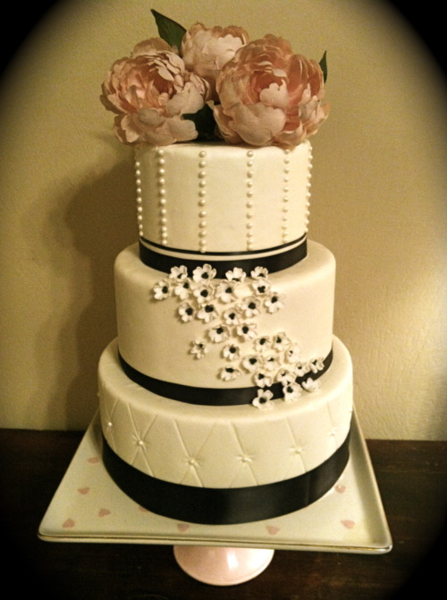 Sweet Escape: Elegant Wedding Cake