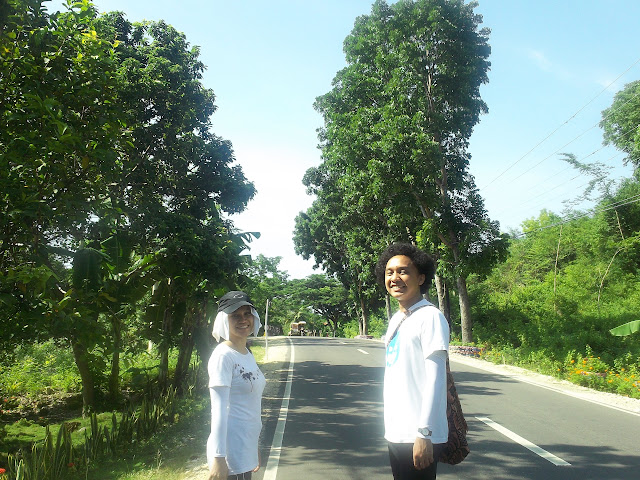 ayn and fred -- the culprit of my last 5km of walk transcending alcoy and boljoon cebu, philippines