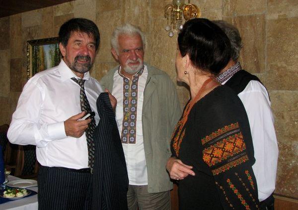 """Євген Шимонович серед """"ветеранів"""" Руху (Фото ВН)"""