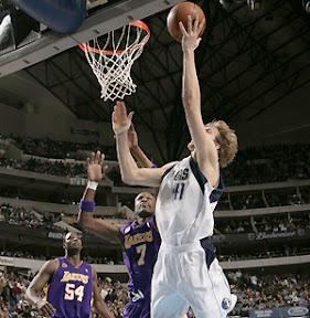 NBA, Nowitzki salta l'inizio di stagione