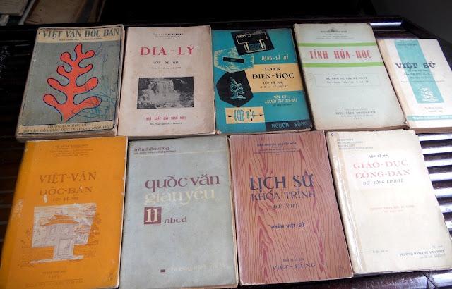 Sách giáo khoa tiểu học cũ - nơi lưu giữ từng trang ký ức DSCN2800