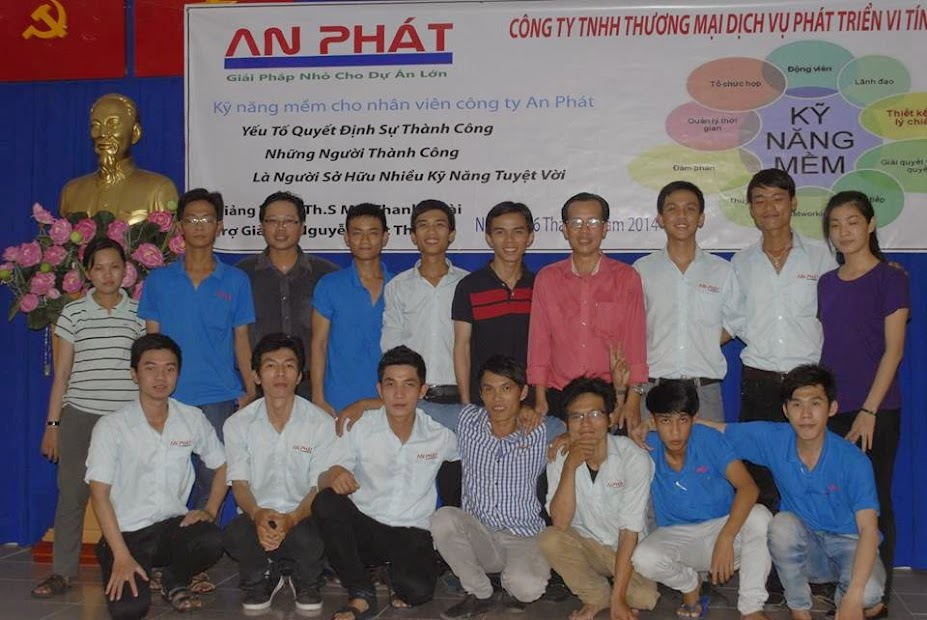 Đội ngũ nhân viên của chúng tôi với kinh nghiệm lắp đặt  phòng net tại Binh Dương