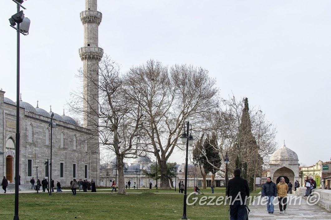 Süleymaniye Cami bahçesi
