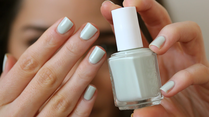 The Weekend Post #15: Essie Absolutely Shore – The Anna Edit