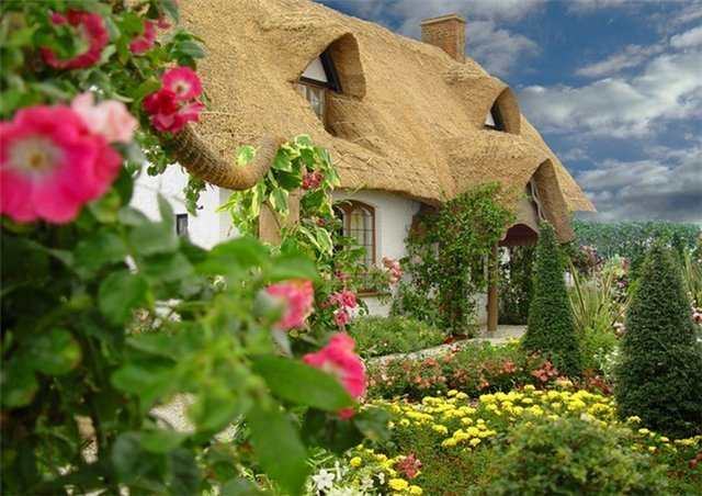 Fairytale Houses Thatched Roofs