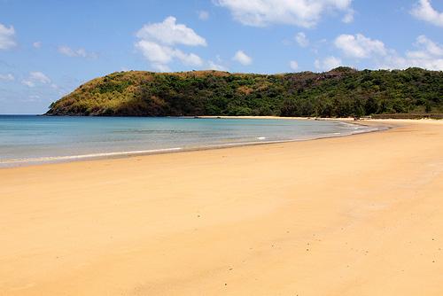 Ảnh bãi cát vàng và biển đẹp