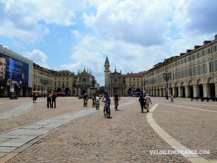 Place San Carlo - Balade à vélo à Turin en Italie par veloiledefrance.com