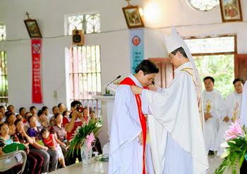 Giáo xứ Xích Thổ đón cha xứ mới