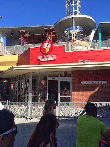 Universal Orlando CityWalk Cold Stone Creamery Starbucks
