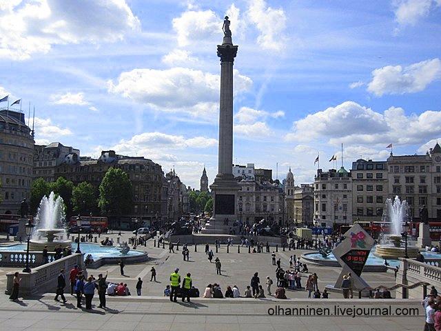 Трафальгарская площадь со ступеней Национальной галереи в Лондоне