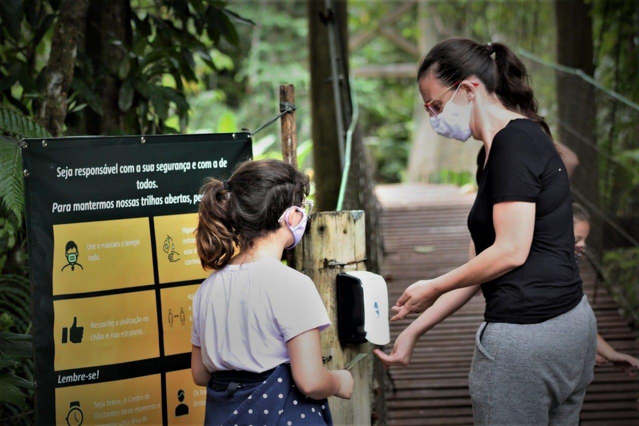 A Reserva Natural Salto Morato está aberta para o público, com capacidade limitada de visitantes e protocolos de segurança, atendendo às recomendações das autoridades de Saúde, frente à Pandemia do COVID-19
