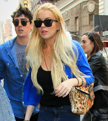 LINDSAY LOHAN HOT PICS PHOTOS SERIOUSLY CONSIDERING PLEA DEAL NECKLACE THEFT CASE