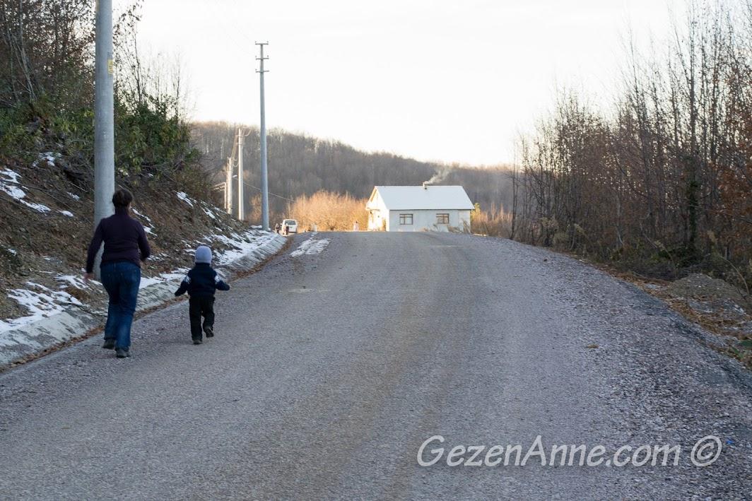 Yılın ilk karını gördüğümüz Aytepe sokakları
