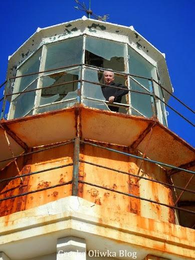 latarnia morska wierzchołek, potłuczone szyby latarni