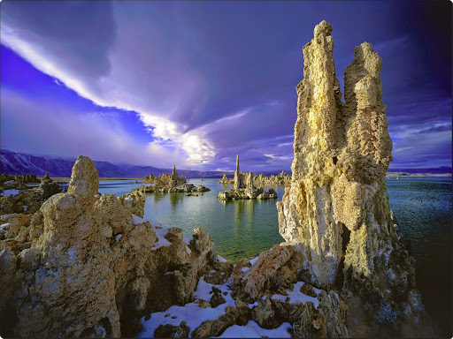 Tufa Towers, Mono Lake, California.jpg