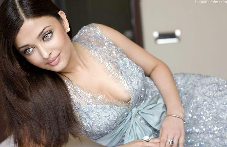 Sab Hot Actress Aishwarya Rai Hot Cleavage Show Photo -7442