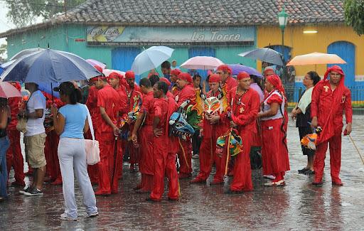 Diablos de Yare esperando en la iglesia en el día de Corpus Christi en San Francisco de Yare, Municipio Bolivar, Miranda Venezuela