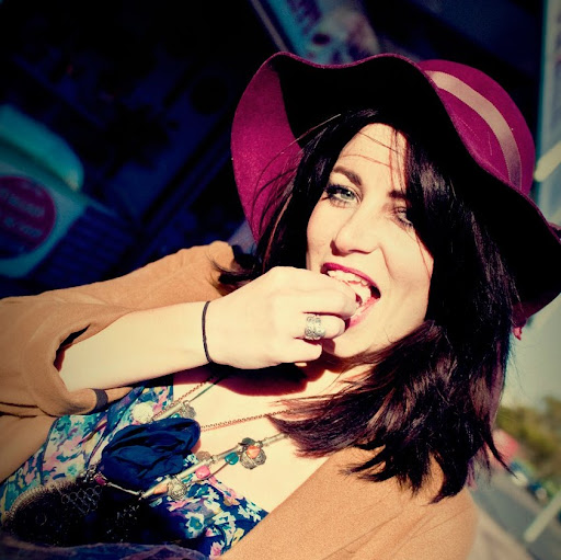 Lindsay Ratcliffe Photo 14