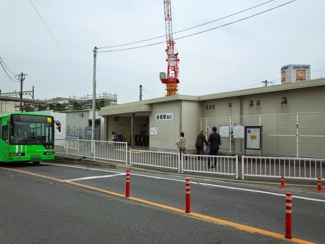 ローカルな駅、折尾駅西口の前の通り