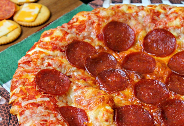 Easy game day food for the Big Game: DiGiorno Pepperoni Stuffed Crust Pizza #PrepareToParty