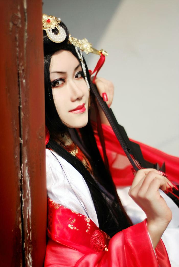 Cosplay ấn tượng về giáo chủ Nhật Nguyệt Thần Giáo