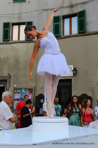 teatro nel bicchiere , scansion, street performers, performance, summer festival, summer festival scansion, scansion cultura, teatro scansano