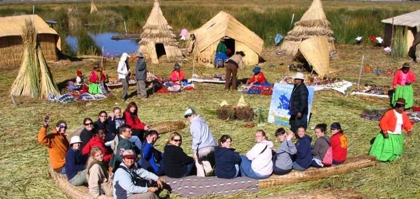 ACTIVITIES IN THE UROS | TRADITIONAL TOUR UROS