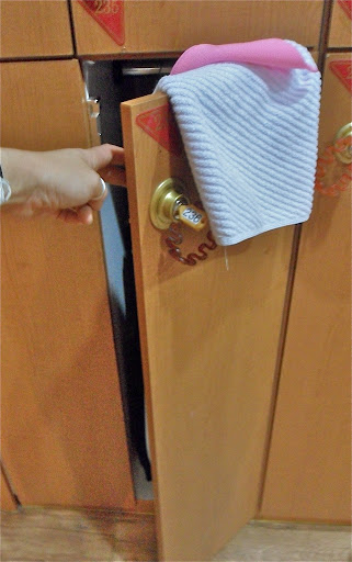 naked in a korean bathhouse, korean jjimjilbang locker