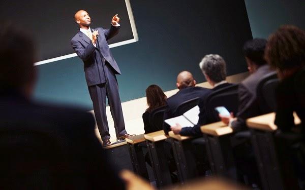 4 Consejos para hablar en público sin miedo y con poder