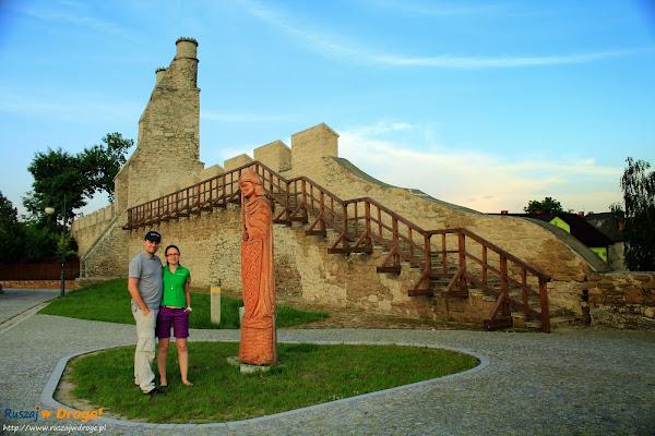 Szydłów - brama krakowska i fragment murów obronnych