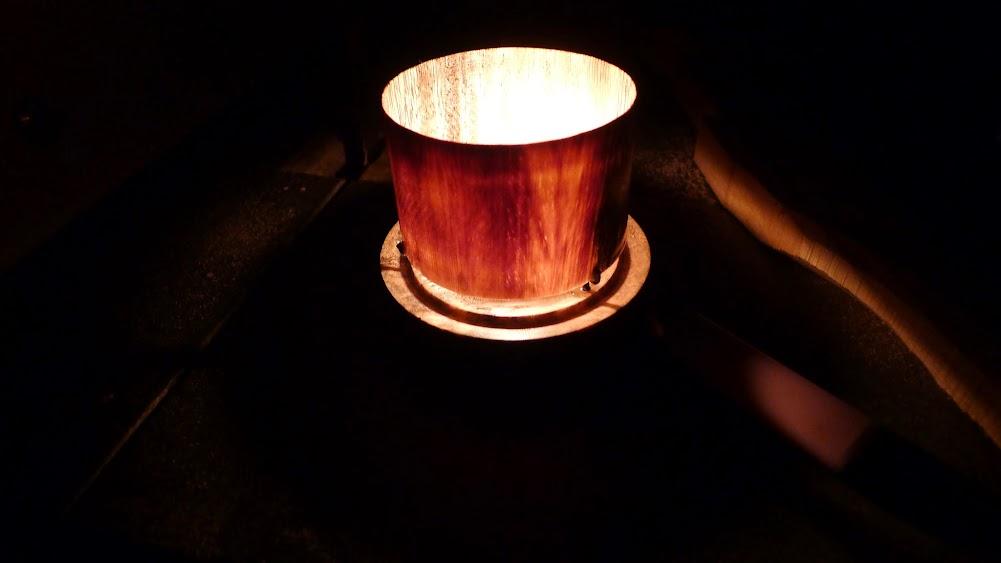 Un petit abat jour pour bougie... du bois translucide ! P1070048